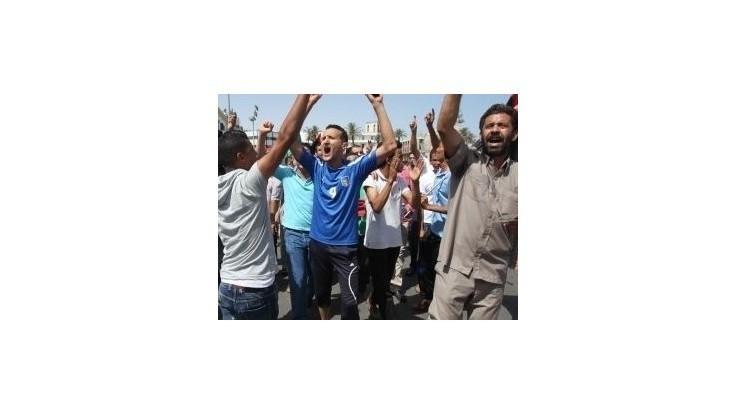 Demonštranti vtrhli do parlamentu počas schvaľovania novej líbyjskej vlády