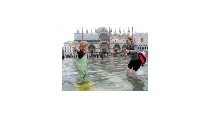 Vysoká voda zaplavila už vyše polovicu Benátok