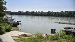 Odvážni plavci sa opäť odhodlali preplávať Dunaj na športovej akcii