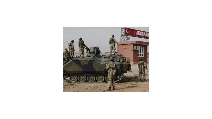 Pred tureckou vojenskou základňou vybuchlo auto