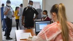 Infikovalo sa viac ako 300 ľudí, výrazne stúpol aj počet hospitalizovaných