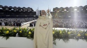 Rúško, odstup i dezinfekcia. Na čo netreba zabudnúť počas podujatí s pápežom?