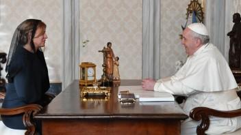 Prezidentka sa s pápežom stretne medzi štyrmi očami, privíta ho v Prezidentskom paláci