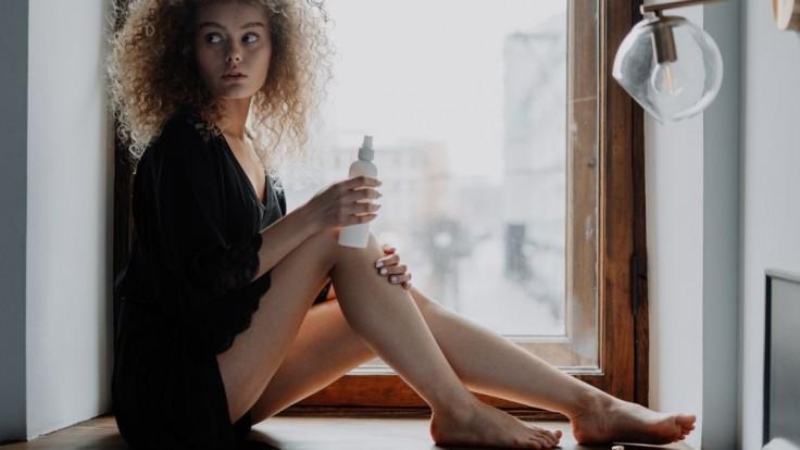Umyté vlasy bez vody a za pár sekúnd: Spoznajte výhody suchého šampónu