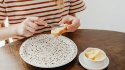 Čo si natrieť na chlieb: Z pečiva nepriberáte, ale z masla a nátierok áno