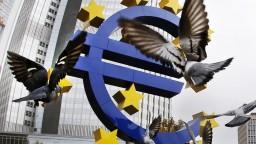 ECB obmedzí tlačenie peňazí, úroky bankári ponechali na nule