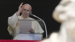 Pápež dostane na košickom Luníku ako dar aj obrazy blahoslavených Rómov