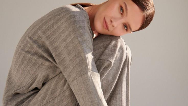 Jesenné hladko – obratko: Pleteninová móda nie je len o svetroch, skúste sukne a nohavice