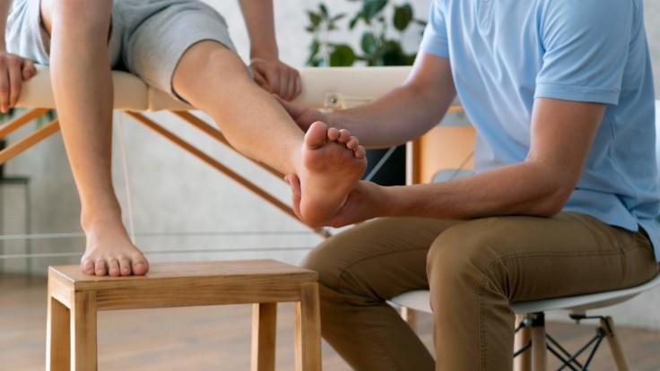 Krvné zrazeniny a kŕčové žily spolu súvisia. Takto vaše lýtko volá na poplach