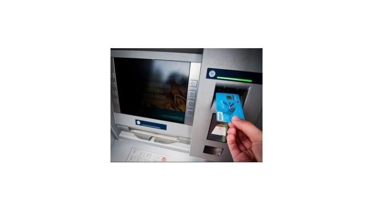 Spotrebiteľské Centrum sa chystá na banky pre úverové poplatky