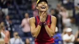 Osemnásťročná Raducanuová vyhrala US Open. V desiatich zápasoch nestratila ani jediný set