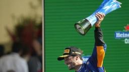 Hamilton s Verstappenom na Veľkej cene Talianska kolidovali, triumfoval Austrálčan Ricciardo