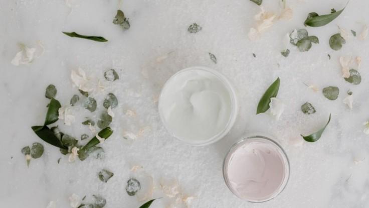 Vyskúšajte pleťové masky z bieleho jogurtu, hydratujú a zbavia akné i pigmentových škvŕn