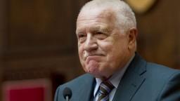 Českého prezidenta aj exprezidenta museli v Prahe hospitalizovať