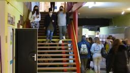 Prípadov je čoraz viac. Bratislava eviduje nakazených v školách i v domove seniorov