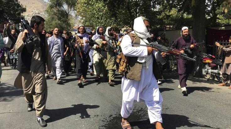 Stále žijem, odkazuje spoluzakladateľ Talibanu. Tvrdí, že ide o falošnú propagandu