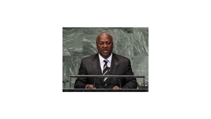 Obyvatelia Ghany sa búria, politici si zdvojnásobili platy