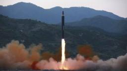 Južná Kórea prvýkrát odpálila balistickú strelu z ponorky