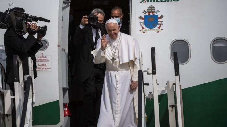 Budem sa modliť za pokoj a blaho slovenského národa, odkázal Svätý Otec z paluby lietadla