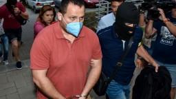 Väzobne stíhaní budú aj dvaja ďalší vyšetrovatelia Ďurka a Sabota. Voči rozhodnutiu podali sťažnosť