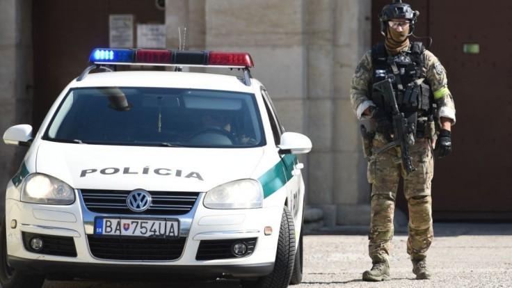 Polícia rozložila skupinu prevádzačov, hrozí im až desaťročné väzenie