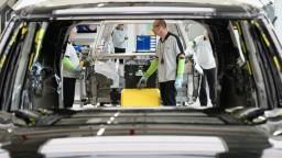 Známa automobilka na týždeň odstaví výrobu, dôvodom je nedostatok čipov
