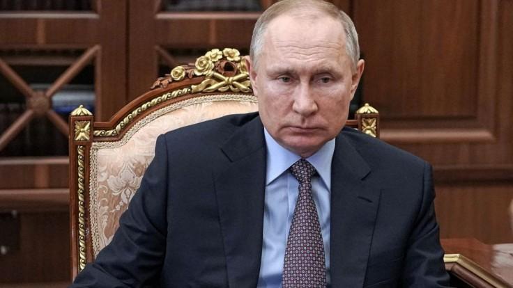 Nakazení z Putinovho okolia neboli včas preočkovaní, informoval Kremeľ