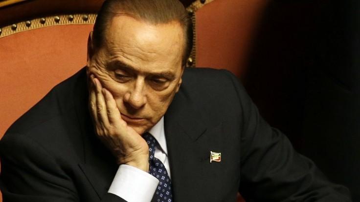 Pre jeho zdravie odložili niekoľko pojednávaní. Berlusconi stále odmieta vyšetrenie psychiatrom
