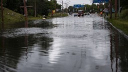 V Bratislave zaplavilo frekventovaný podjazd, úsek už otvorili. Tvoria sa kolóny