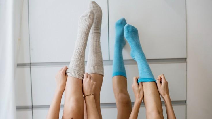 Kompresné ponožky zabraňujú krvným zrazeninám. Komu sa odporúča ich nosenie?