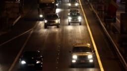 Kvôli defektu zastavili na diaľnici. Mladú ženu po opustení vozidla zrazilo auto