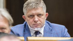 Smer stiahol tri návrhy na odvolanie Mikulca a podal nový. Parlament ich vraj bojkotuje