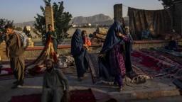 Taliban nariadil študentom, aby sa vrátili do škôl. Dievčat sa to však netýka