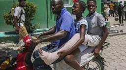 Tisíce Haiťanov utiekli z krajiny. Utáborili sa pod mostom na juhu Texasu
