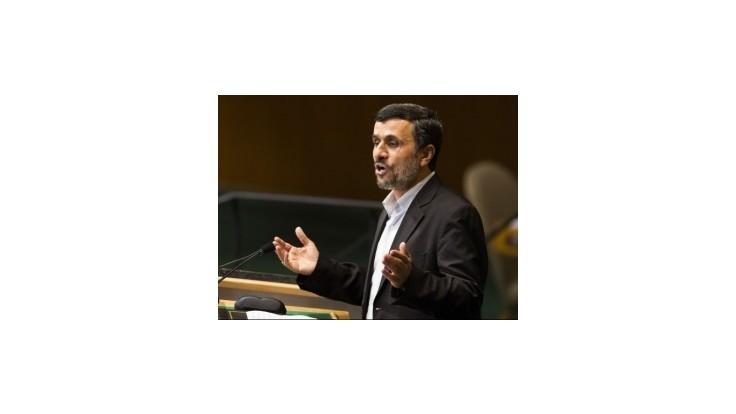 Iránski poslanci si opäť predvolali prezidenta Ahmadínežáda