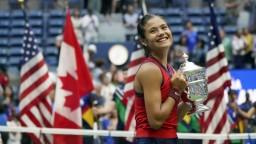 Babka tenistky Raducanuovej chcela, aby jej vnučka po Wimbledone skončila