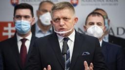 Fico chytil druhý dych, hovoria politológovia. V prieskumoch sa doťahuje na Hlas