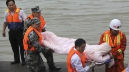 V Číne sa prevrátila osobná loď. Pri nešťastí zahynulo najmenej osem ľudí