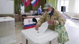 Parlamentné voľby vrcholia, očakáva sa víťazstvo strany Jednotné Rusko