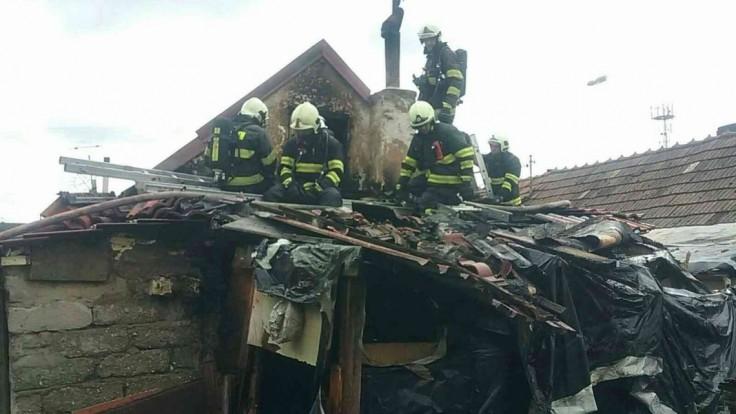 V obci na Záhorí zasahovali hasiči, horela tam strecha domu