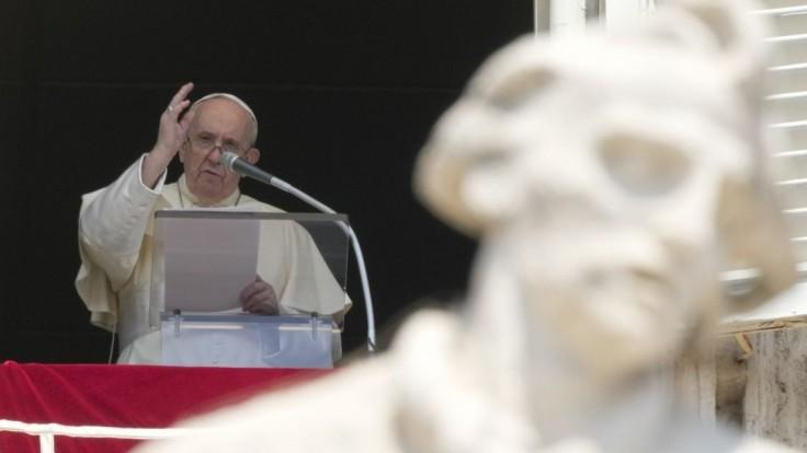 Pápež vyzval katolíkov, aby sa viac starali o obete zneužívania duchovnými ako o povesť cirkvi