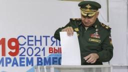 Ruské voľby sprevádzali nezrovnalosti. Hovoria aj o kybernetických útokoch zo zahraničia