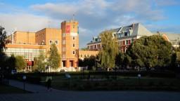 Na univerzite v Perme strieľal 18-ročný mladík. Študenti vyskakovali z okien