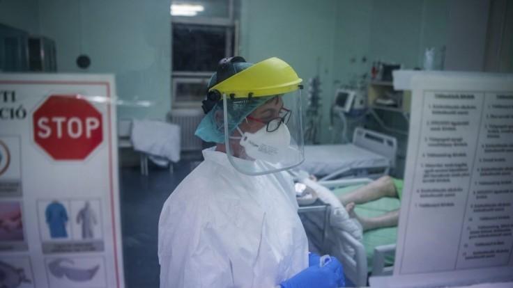 V Maďarsku pribudlo viac než tisíc nových nakazených, vírusu podľahlo 13 ľudí