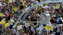 Prešovský arcibiskup má koronavírus, nakazil sa počas návštevy pápeža