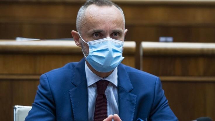 Nezaradený poslanec Valášek nie je otvorený ponukám z koalície. Buduje alternatívu voči vláde