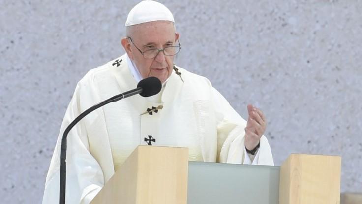 Utečencov je potrebné prijať, chrániť, umožniť im vzdelanie a integráciu, hovorí pápež