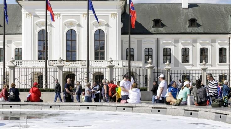 Odborári sa s vládou na zvýšení platov nedohodli, plánujú protesty