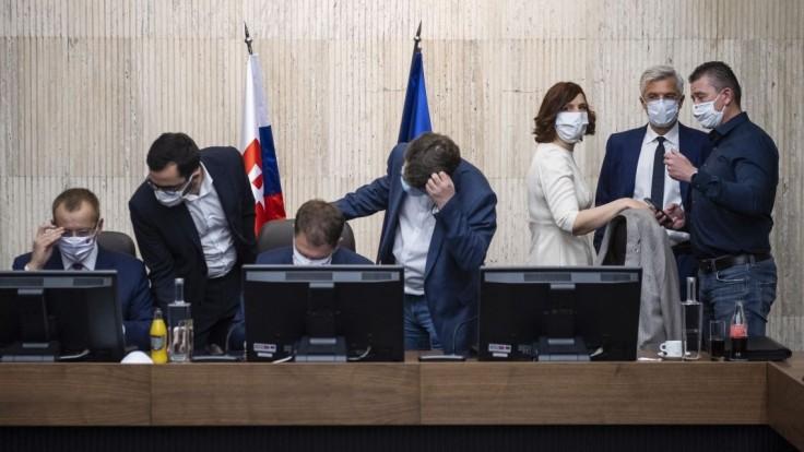 Politológ Lenč: Myslím si, že konflikty budú pokračovať, sú DNA tejto vládnej koalície