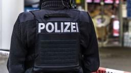 Nemecká polícia uzavrela časť diaľnice. Zrejme ozbrojený muž zajal dvoch vodičov autobusu